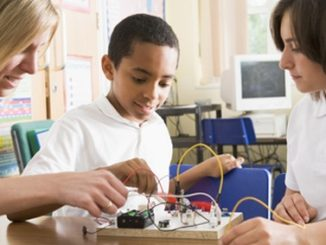 Government must better support professional development of STEM teachers, report shows